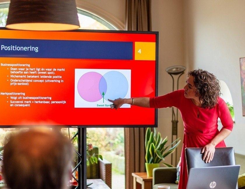 Johanna Oosterbaan geeft presentatie